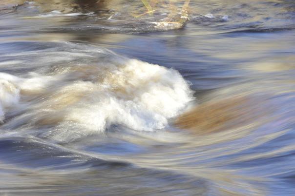 eau-rivière-éclat-courant-d-eau-mouvement